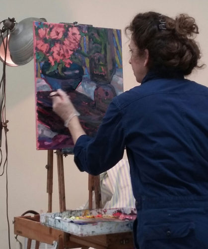 Heidi Caswell Zander, demonstrating her oil painting technique for members of the Peabody Art Association.